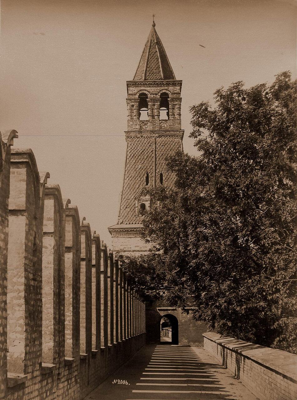 Вид одной из двух Безымянных башен Кремля