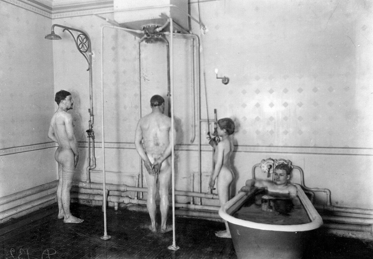 11. Ванная и душевые установки бани