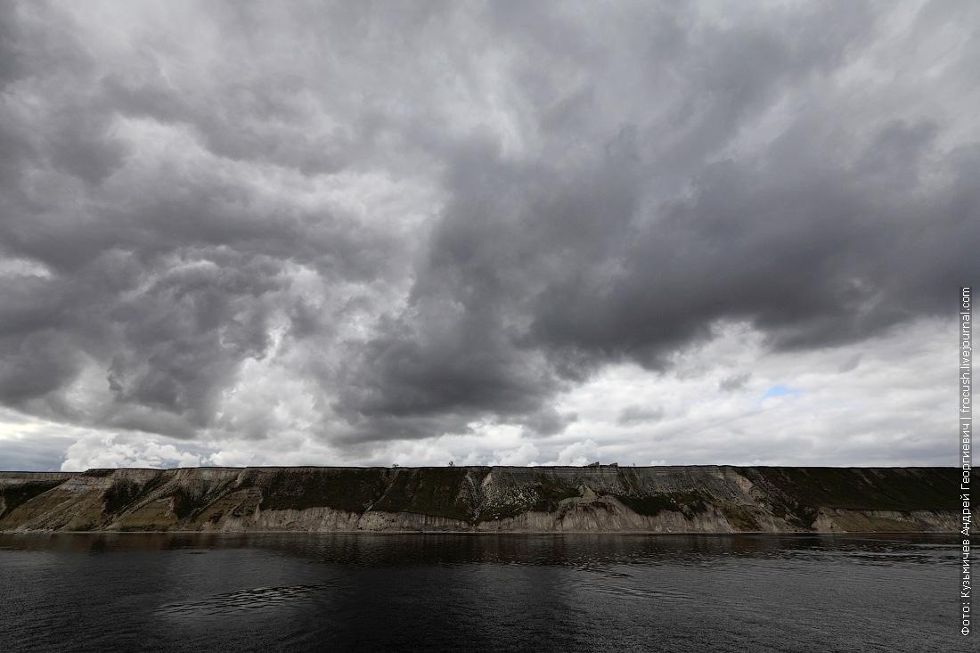 пасмурное небо над Волгоградским водохранилищем