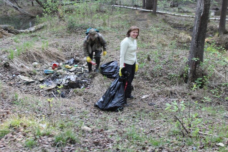 Блогерский субботник по очистке леса от мусора.