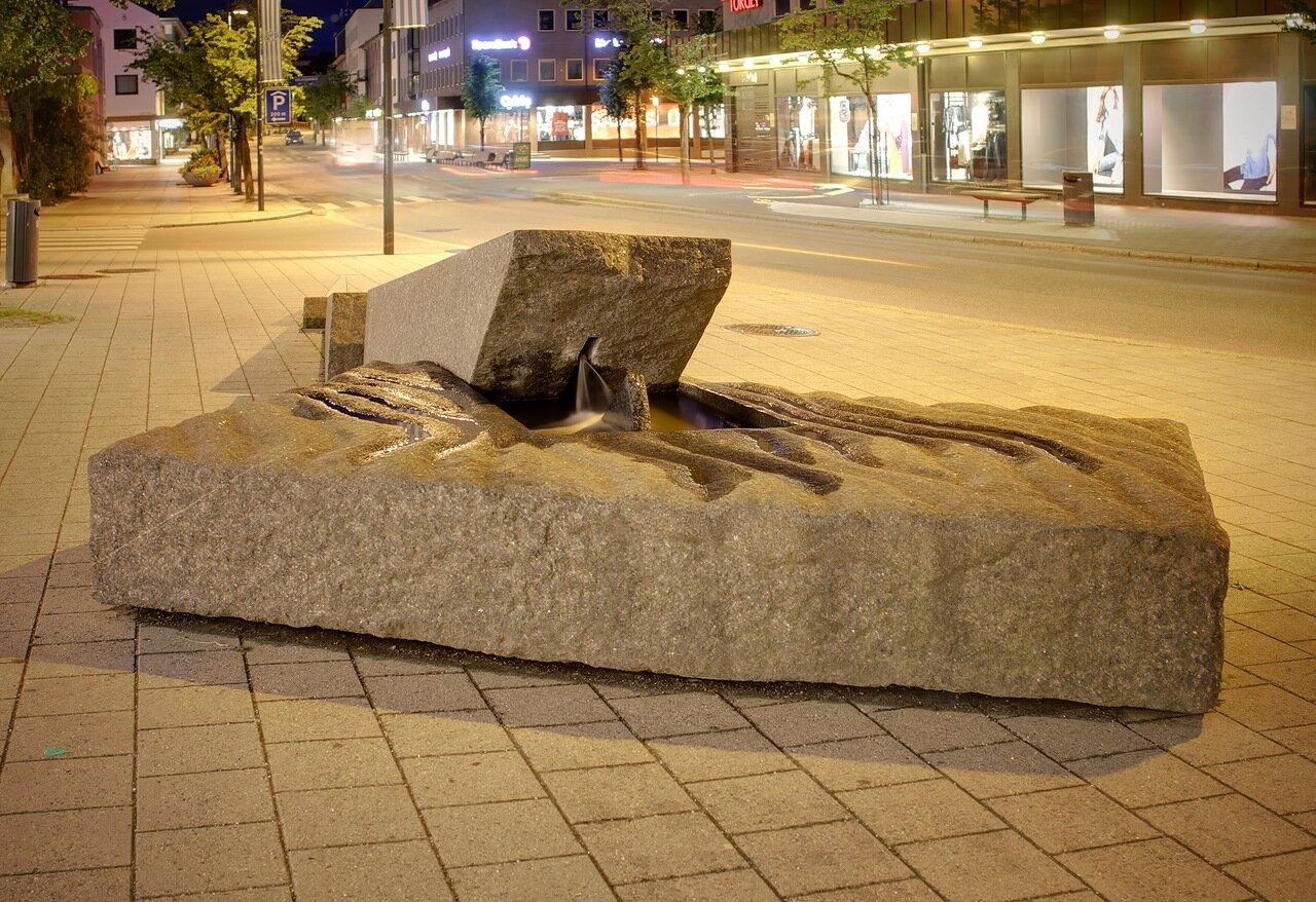 Молде, улица Сторгата, фонтан, ночь