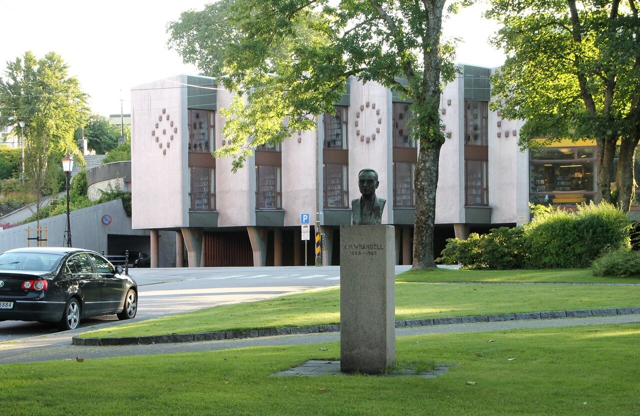 Haugesund. the building of the public library. Kristiansand folkebibliotek