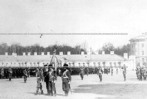 Вынос полковых штандартов на параде  в честь 150-летия полка.
