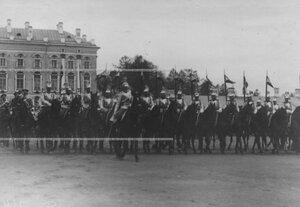 Церемониальный  марш  кирасир на параде полка.