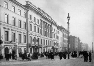 Внешний вид дома № 30 по Невскому проспекту, где размещался Петербургский учетный и ссудный банк.