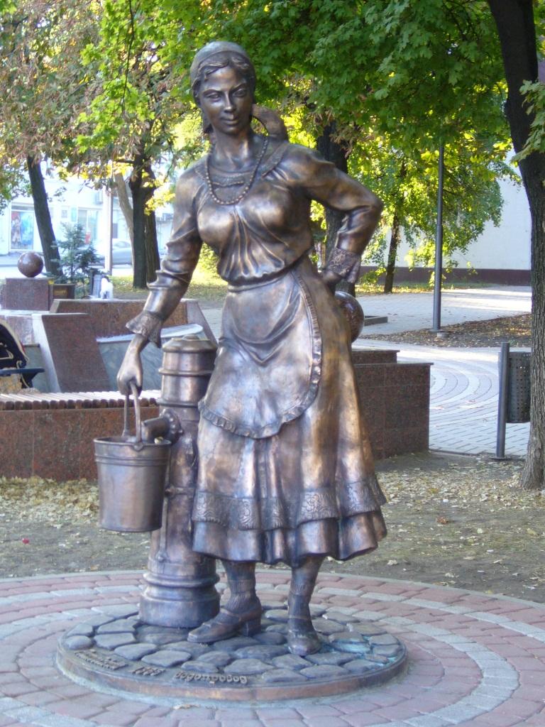 Памятник женщине у колонки (Ростов)