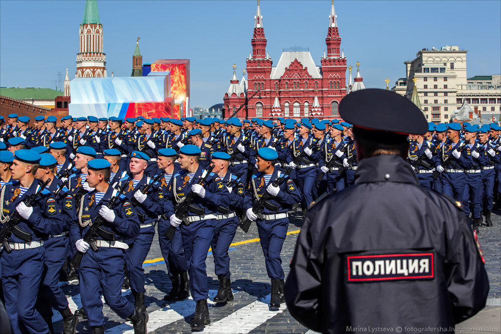 El desfile militar en la Plaza Roja de Moscú celebra la victoria sobre el nazismo 0_c2b8f_ecb858a_XXXL
