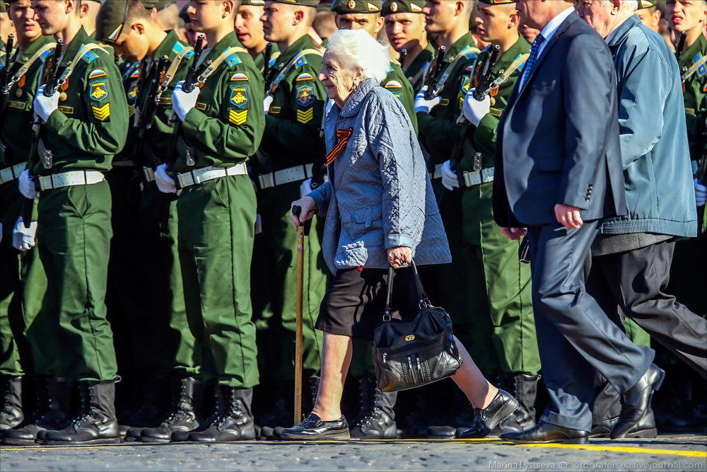El desfile militar en la Plaza Roja de Moscú celebra la victoria sobre el nazismo 0_c2baa_cbe1006b_XXXL