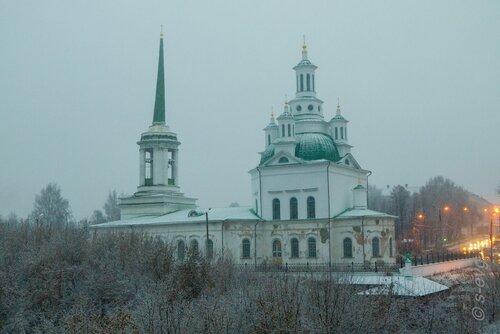 Снег над собором