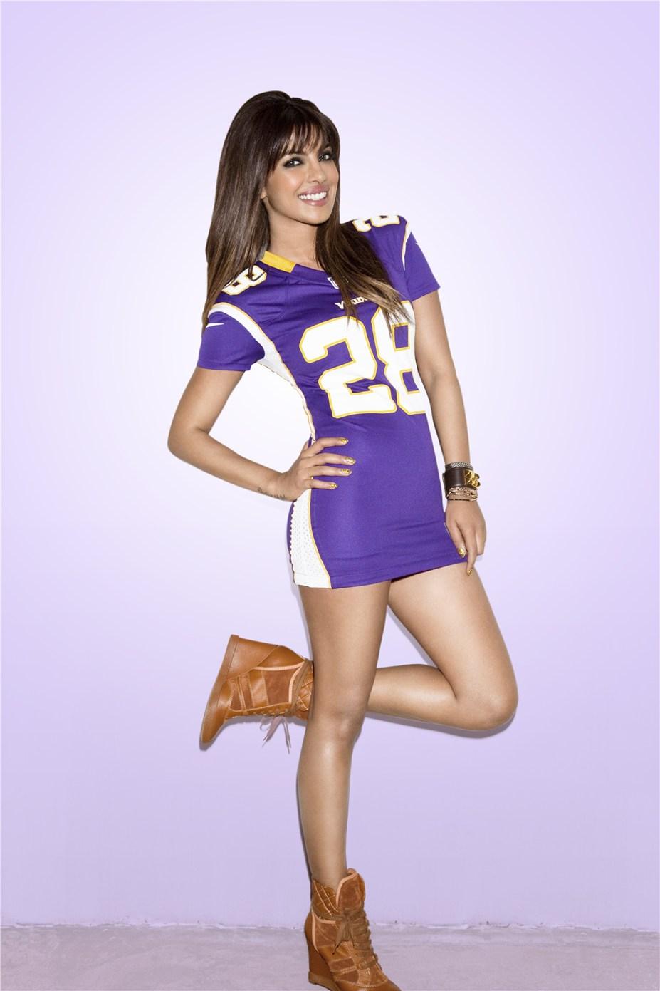 Priyanka Chopra / Приянка Чопра в униформе команды NFL Minnesota Vikings / сезон 2013-14