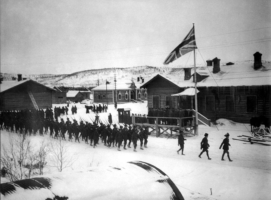 02_murmansk_parade_november_1918_900.jpg