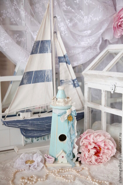 кораблик с маяком
