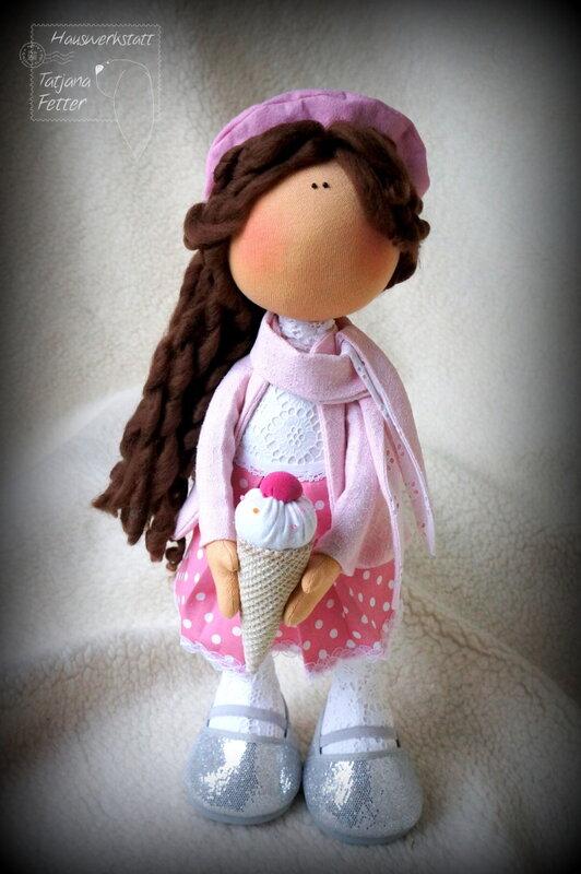 кукла с мороженным