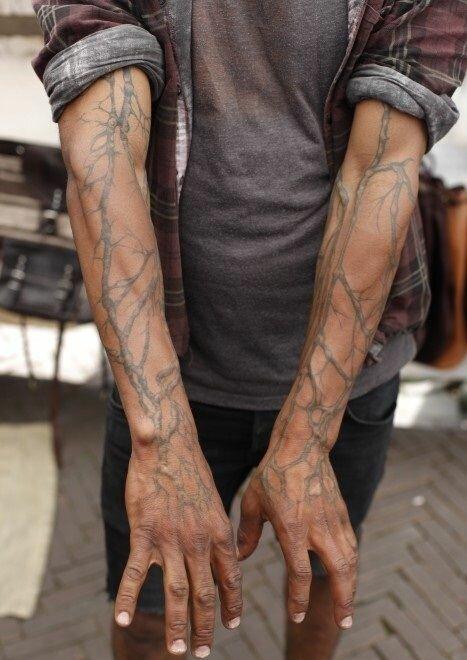 Новая тенденция в тату-искусстве - обрисовывать контуры вен