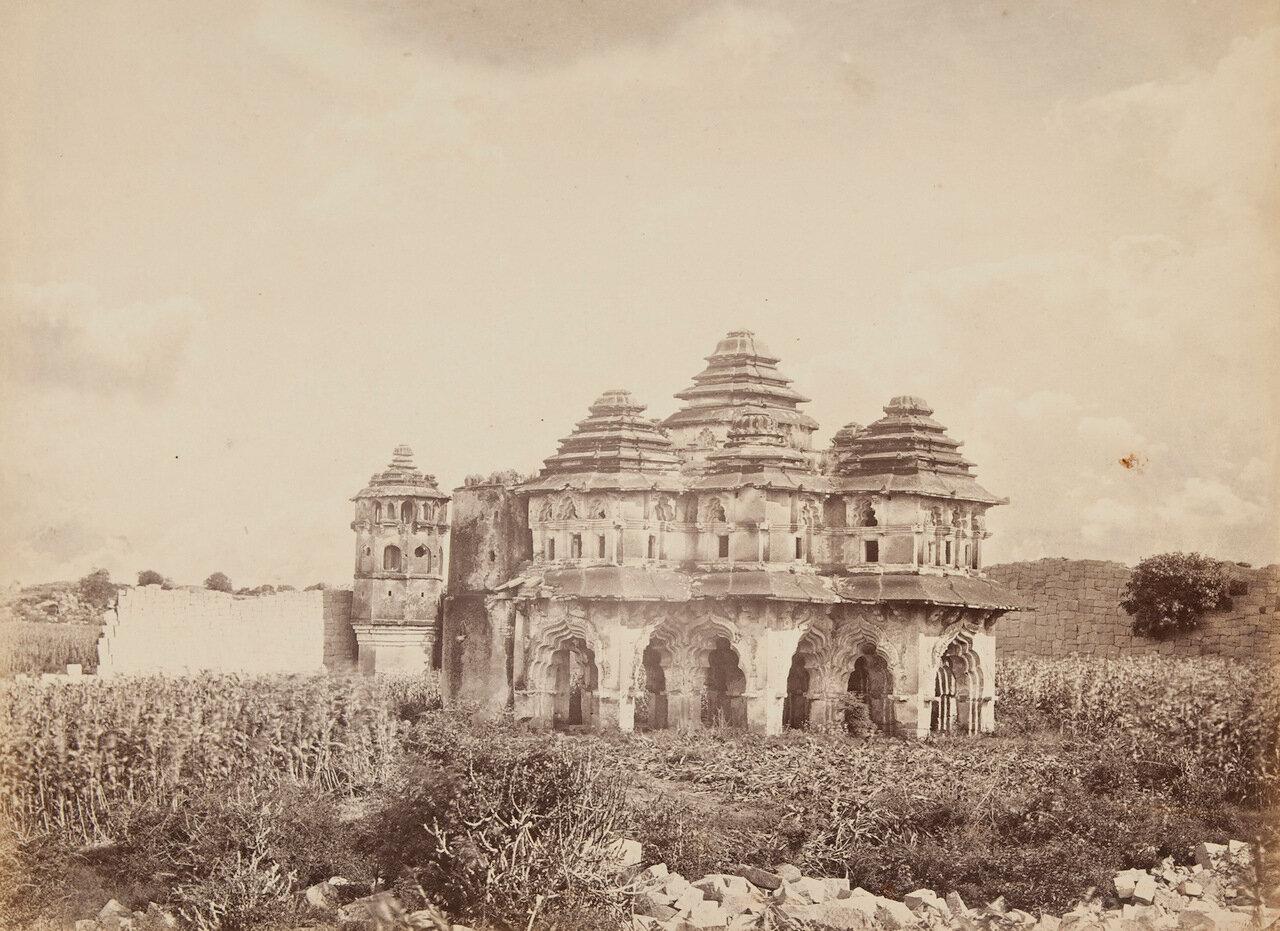 Развалины древнего города близ Самалапура