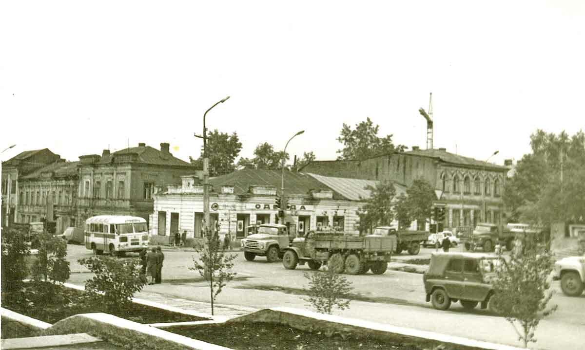 Угол ул.Куйбышева и ул.Екатерининская, 1983 год