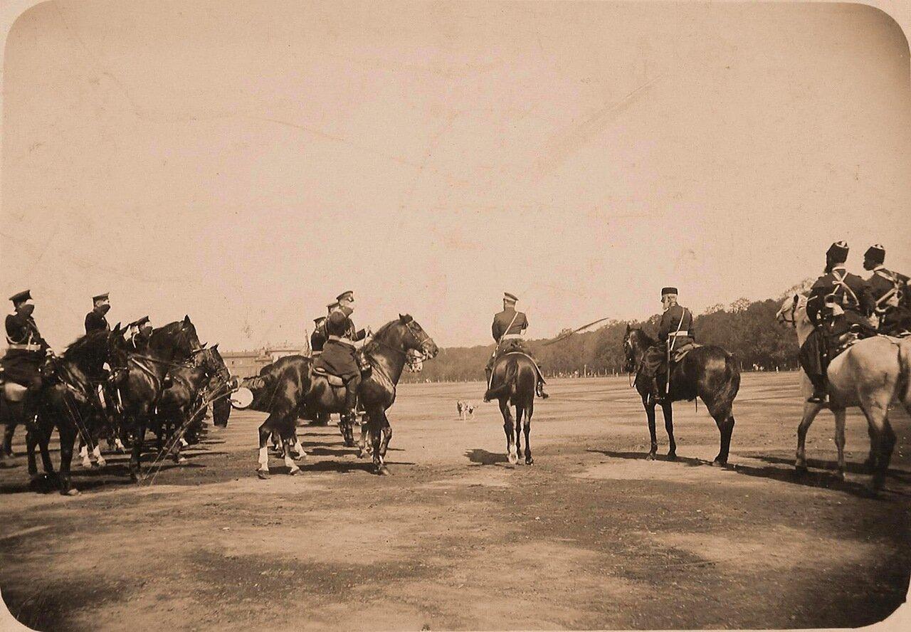 10. Император Николай II высшие офицерские чины на Царицыном лугу перед началом смотра кавалерийских частей