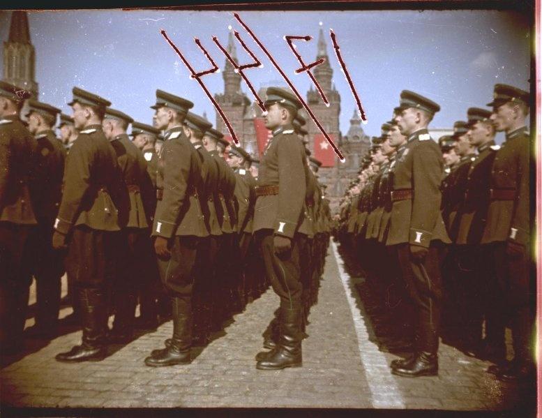 Первомайская демонстрация 1947 г. в Москве. Владислав Микоша2.jpg