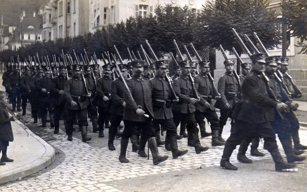 Letter on reverse (below) authored in late 1914 and addressed to a Frau Schumaker in Holzmaden in Wurttemberg . Photogr. W. Mayer, Esslingen.Infantrymen from the 54th Infanterie Brigade march through the streets of Esslingen shortly after the commence