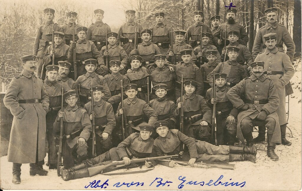 4. Ldst.-I.-Ers.-Btl. Saarbrucken (XXI. 4)Something does not add up here. It seems as though these guys are from Neunkirchen.... somewhat near Saarbrucken but no cigar. Also this is 1918. Look how young they are. Perhaps the youngest picture I have se