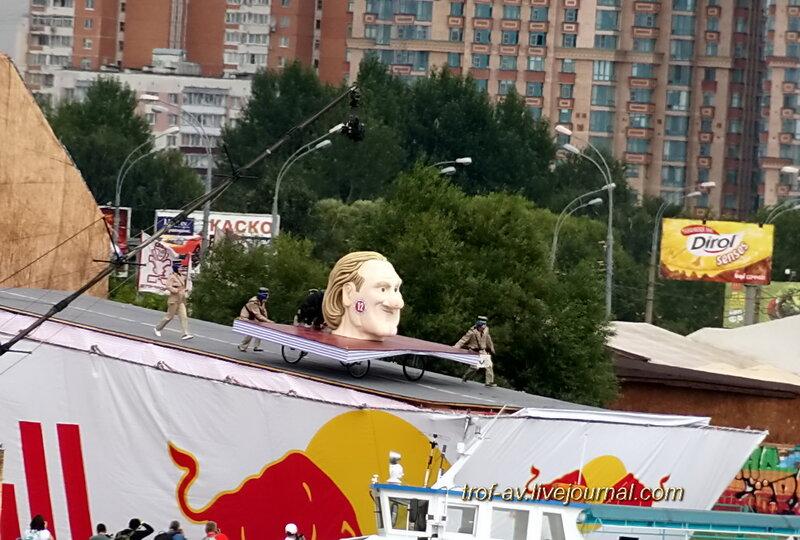 Голова Депардье на росийском паспорте, Red Bull Flugtag 2013, Москва