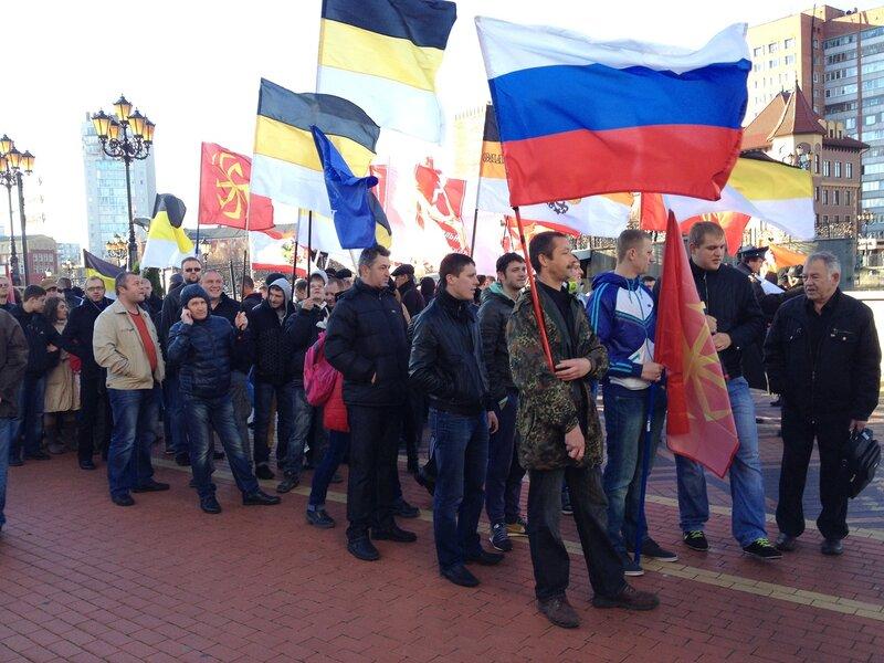 4 ноября в Калининграде прошел традиционный Русский марш. Более 200 человек приняли участие в акции