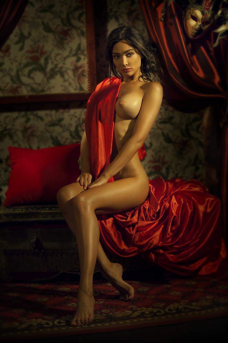 Девушка в красном / фотограф Шаповалов Павел