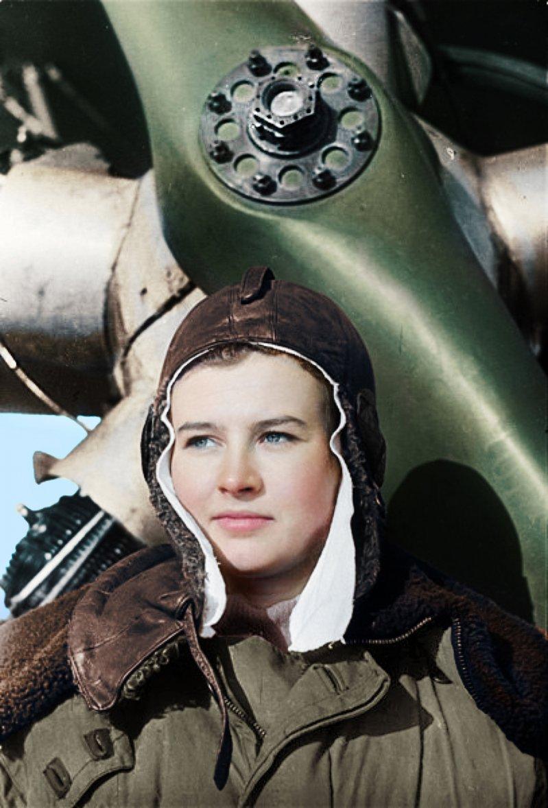 Была начальником связи эскадрильи, лётчиком, старшим лётчиком и командиром звена авиационного полка.