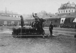 Конные состязания в бригаде на плацу рубка чучела с одновременным преодолеванием барьера.