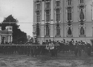 Генералитет  перед началом парада  полка по случаю  200-летнего юбилея.