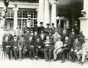Группа владельцев и сотрудников ресторана Луна-парк.