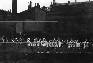Великие князья, генералы и офицеры полка на Новоисаакиевской улице у здания казарм в момент прибытия императора Николая II.
