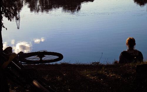 Вечером у пруда
