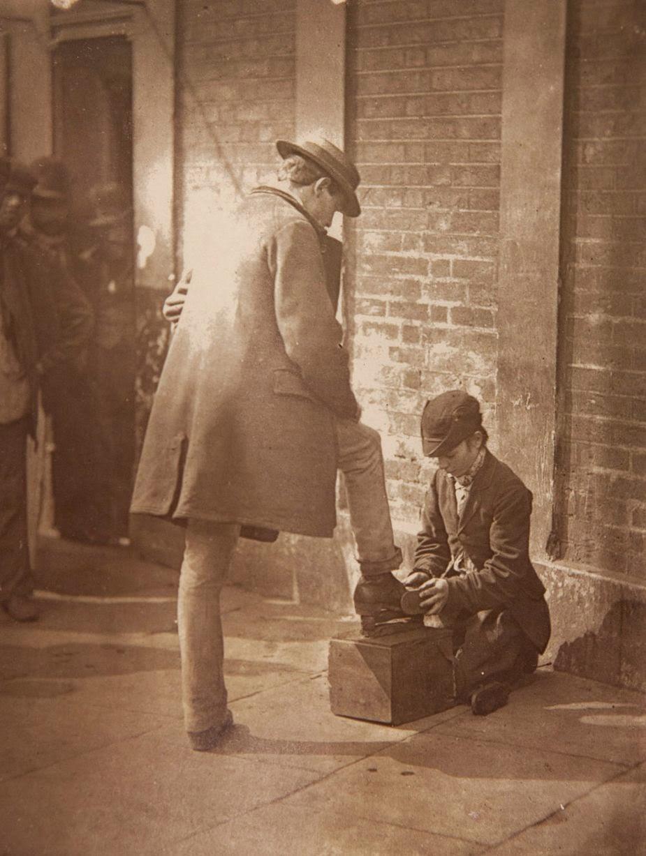 1877. Малолетний чистильщик обуви