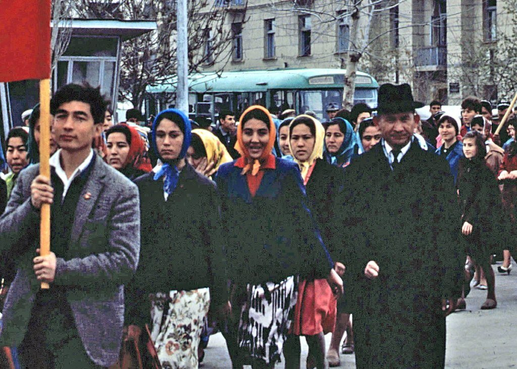 Marchers in 1966 celebrating Bukhara's Lenin prize