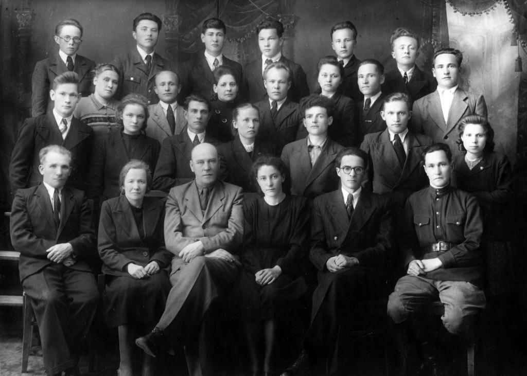 1950. Выпуск студентов исторического отделения Глазовского учительского института