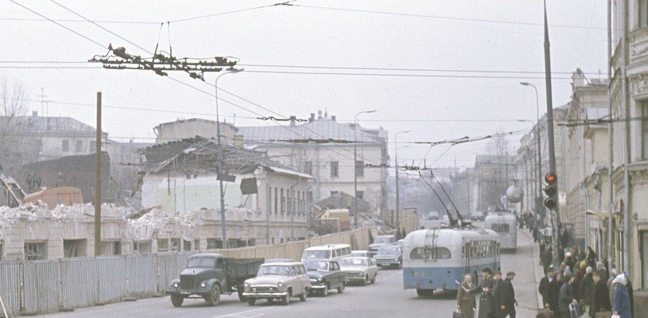 Вид на ул. Кропоткина (Пречистенку). Весна 1972 г.