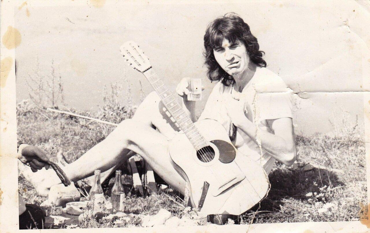 1988-1993. Валера Рожков («Флирт») на плэнере. Может быть любой год из.
