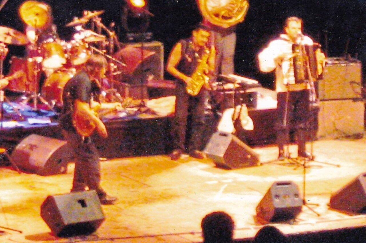 2000-е. Эмиль Кустурица и «The No Smoking Orchestra». Талантливый чел талантлив во всем