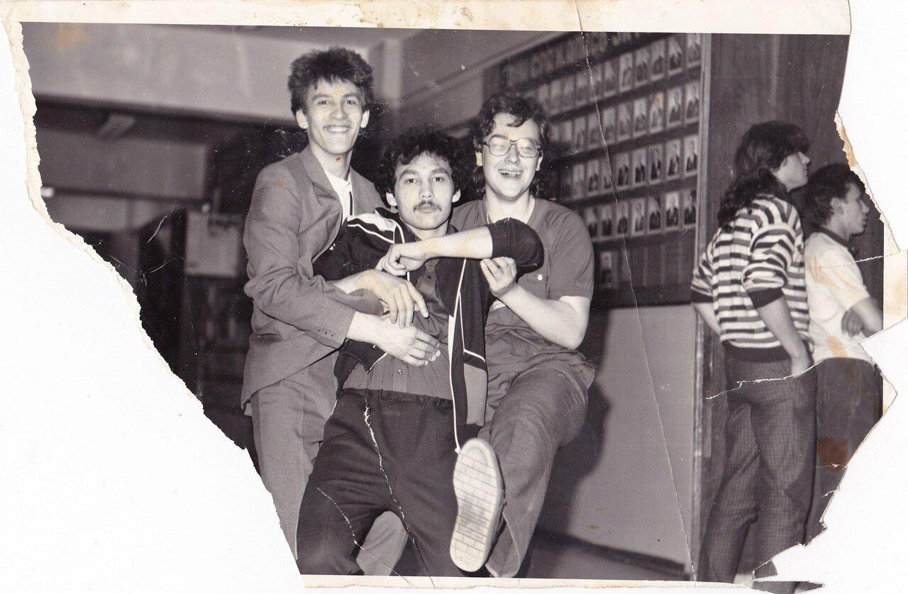 1987. Перед началом фестиваля в Политехе. Иркутск