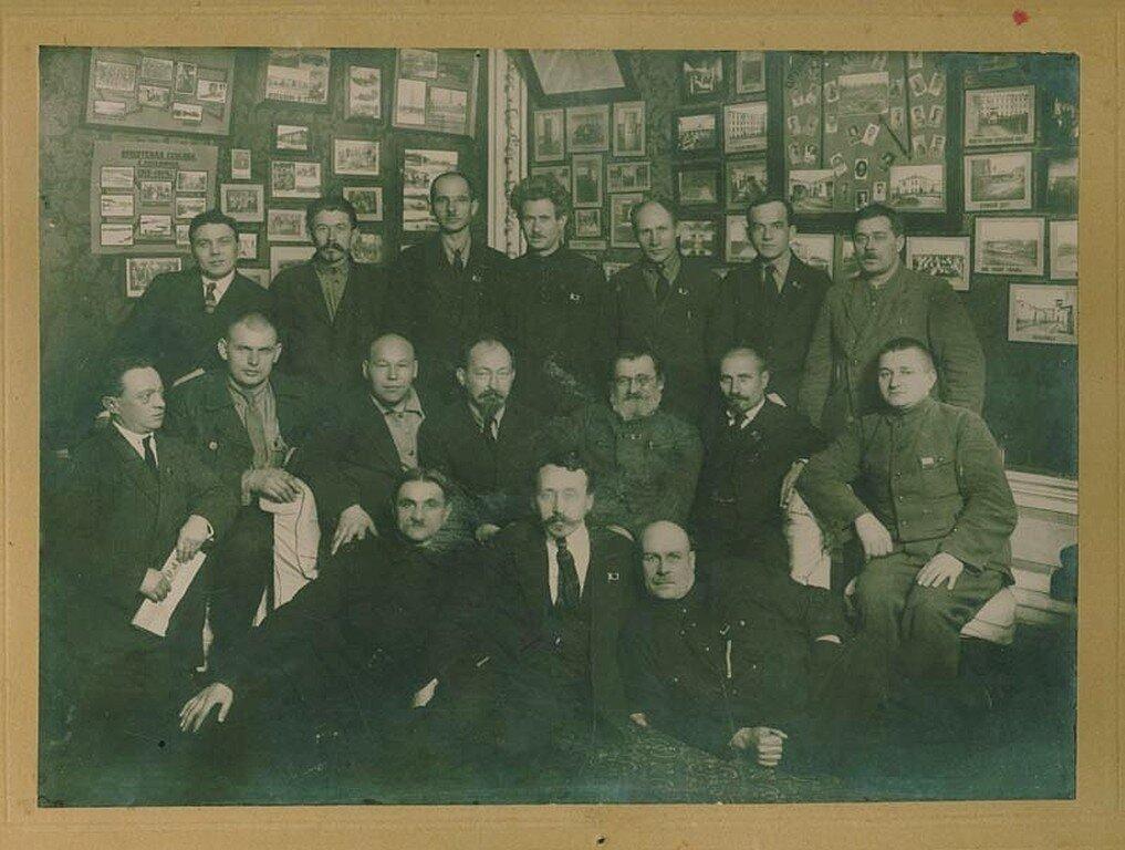 1920-е. Бывшие политзаключённые Орловского каторжного централа с Ф. Э. Дзержинским