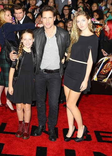 Peter Facinelli and his daughters arrive at the premiere of Lionsgate's 'The Hunger Games: Catching Fire' at Nokia Theatre L.A. Live on November 18, 2013 in Los Angeles, California.X17online.com