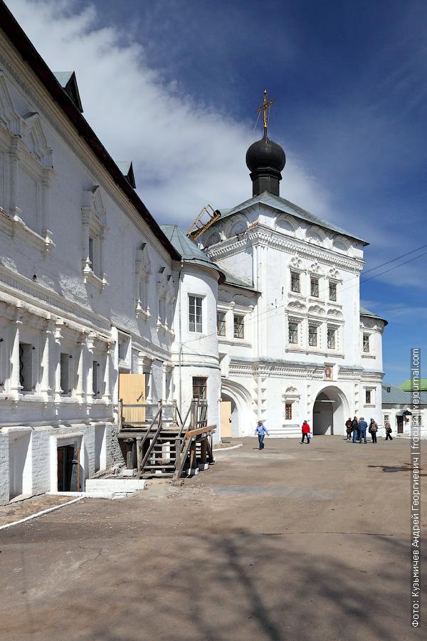 Свято-Успенский Трифонов мужской монастырь, Церковь Николая Чудотворца