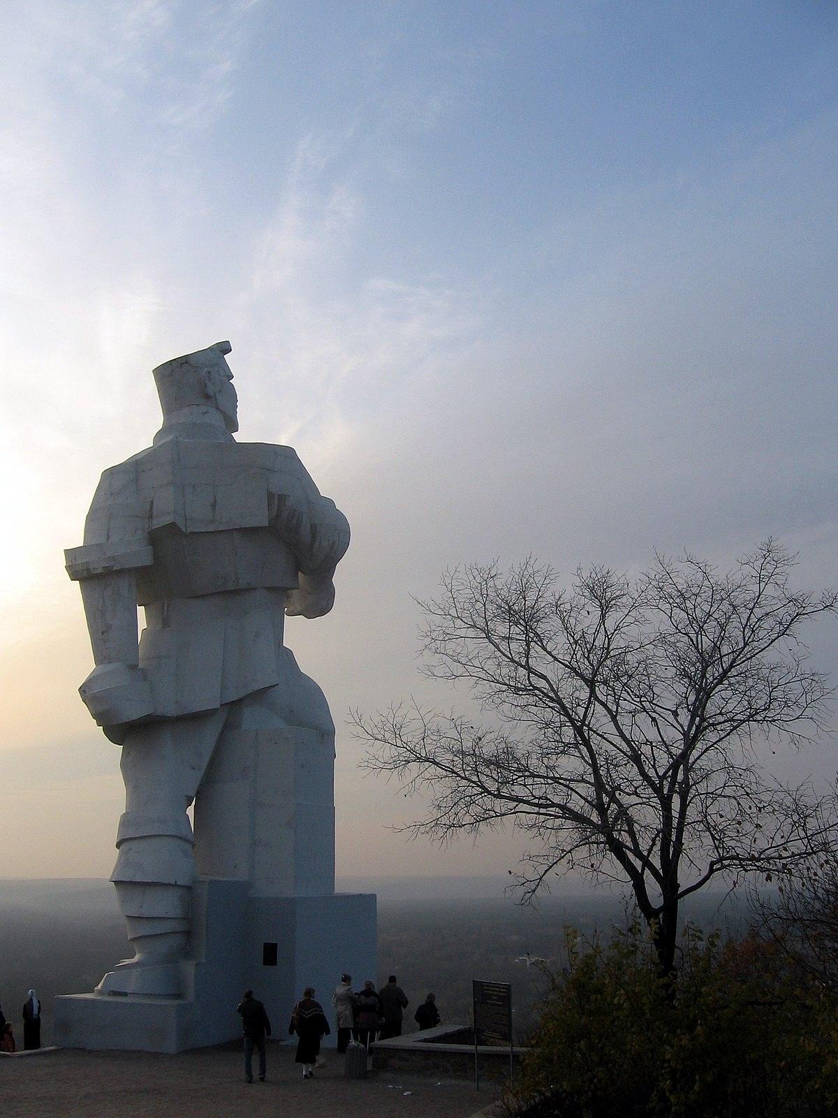 Подбор памятников Бутырская памятник с сердцем Назарово
