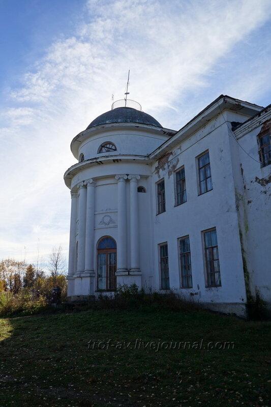 Дом с тыла, центральная часть, Усадьба Любвино, Тучково