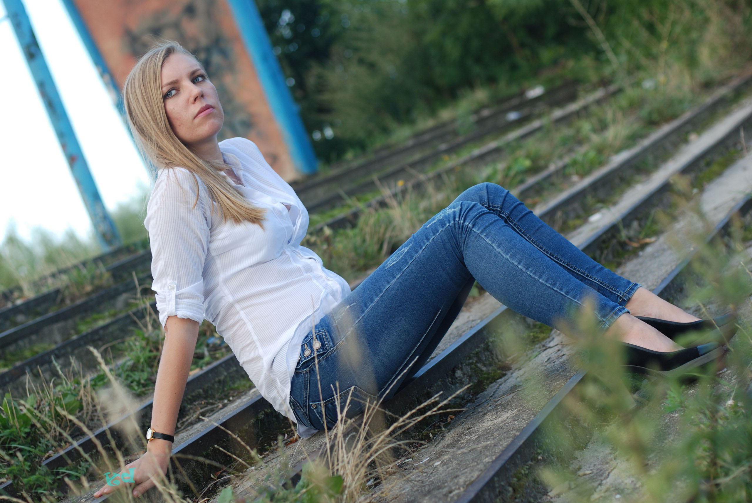 krasivaya-blondinochka-v-belih-chulkah-foto-neobichnie-pornushki-onlayn