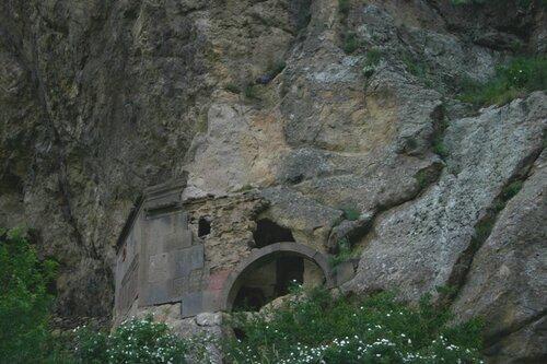 Гегард: пещерная церковь Св. Богоматери (1164 г.)