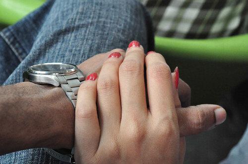 Очень приятно держаться за твою грубую мужскую руку
