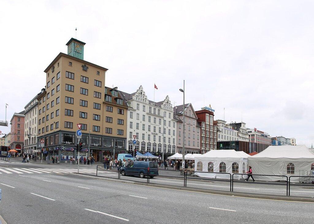 Bergen, Vågsallmenningen, Harbitzhjørnet. Torget. Берген, площадь Вагсальменнинген,Торгет