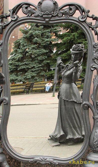 """Памятник женскому кокетству (""""Леди и зеркало"""") (Нижний Новгород)"""